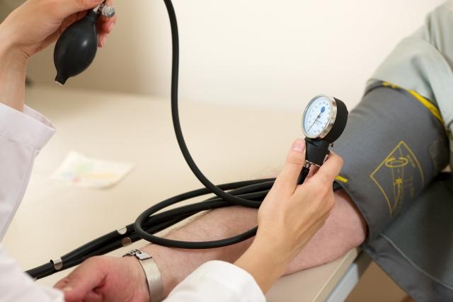 血圧と健康の関係について、高血圧による影響とその予防・改善法