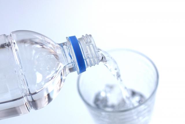 1日に必要な水分の量は?1日2リットル水を飲めばよいって本当?