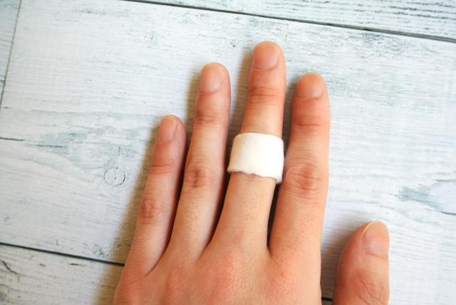 なぜ突き指をしたら引っ張ってはいけないのか?正しい処置や応急手当とは?
